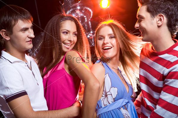 Девушки о парнях в ночном клубе вакансии ночной администратор фитнес клуба москва