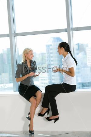 две девушки на работу