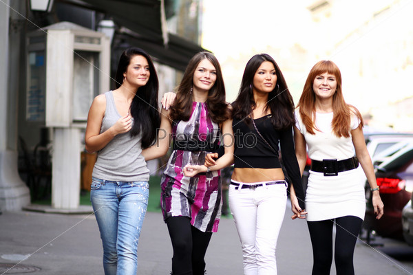 фото молодых девченок на улице